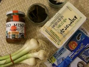 Ingrédients nécessaires à l'élaboration d'une soupe miso  japonaise