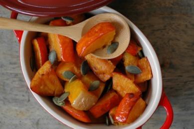 Cocotte de potimarron et courge butternut rôtis, sauce à l'huile de noisettes.