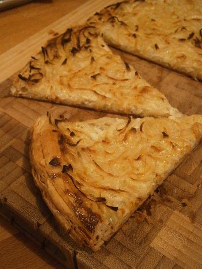 Tarte fine à l'oignon - pissaladière - flammkueche
