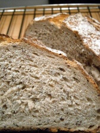 Decoupe-pain-aux-céréales-maison-préparation-boulangère-carrefour