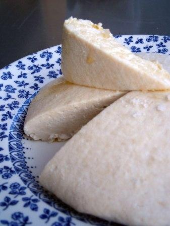 fromage-halloumi-recette-maison-decoupe-UNE