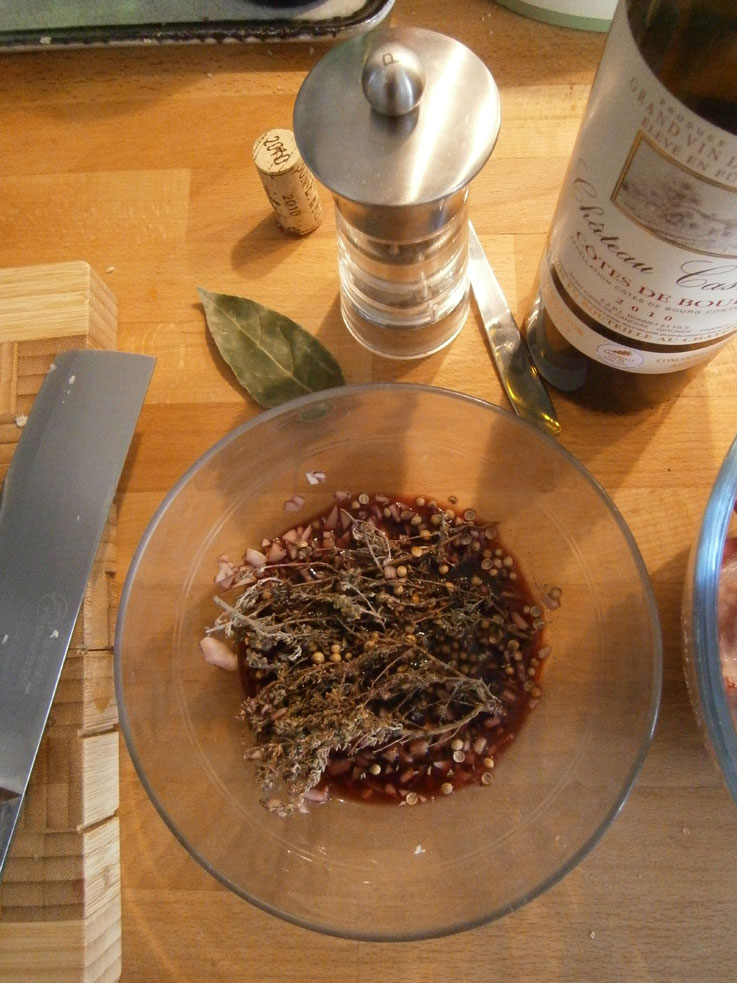 marinade-lapin-vin-rouge-thym-coriandre-laurier