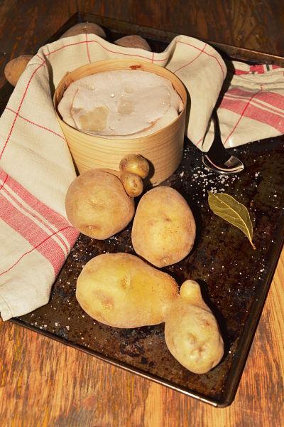 vacherin au four et patates vapeur la pintade aixoise