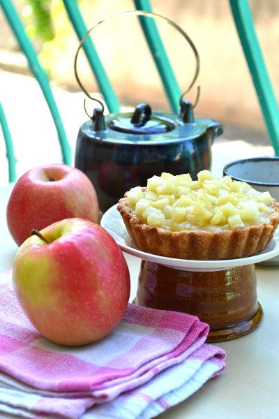 recette facile rapide tartelette pate sablee pommes compote cardamome la pintade aixoise. Black Bedroom Furniture Sets. Home Design Ideas