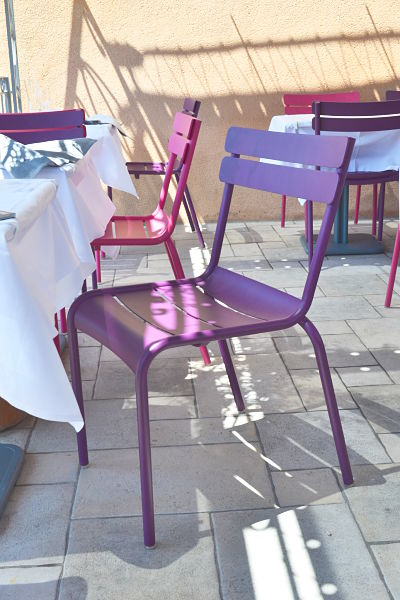 table-de-ventabren-avis-critique-terrasse-chaise-fermob-printemps-2014