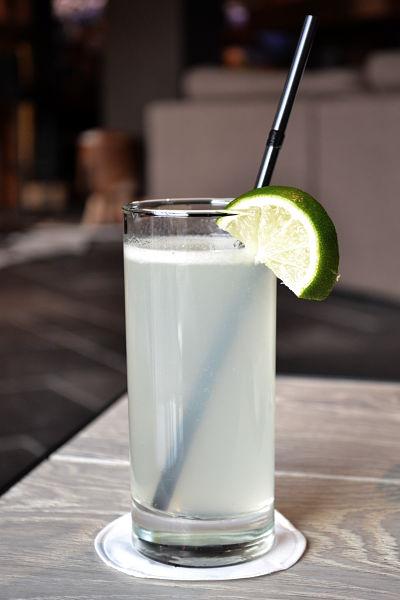 recette-cocktail-gin-fizz-facile-citron-vert-version-finale