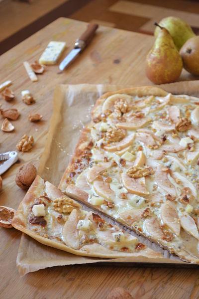 recette-facile-rapide-flammekueche-tarte-flambee-poire-fourme-ambert-noix-miel-creme