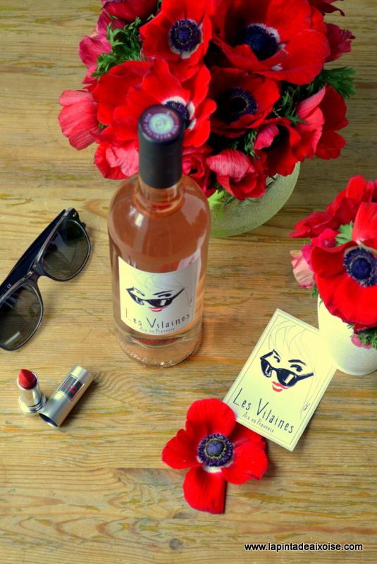 bouteille vin rosé pey blanc les vilaines aix en provence rouge a levres lunettes noires ray ban