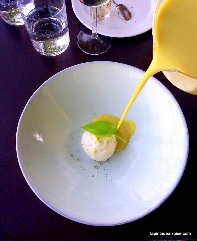 velouté de feve creme de chèvre et basilic citron vert relais saint ser