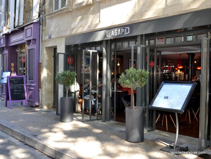 façade restaurant agape avignon place des corps saint restaurant