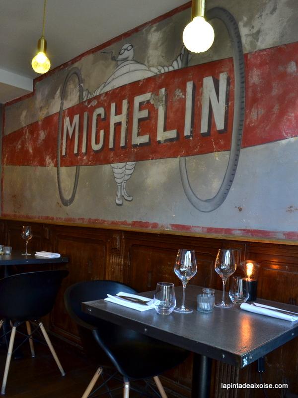 fresque peinture bibendum michelin agape restaurant avignon cigare