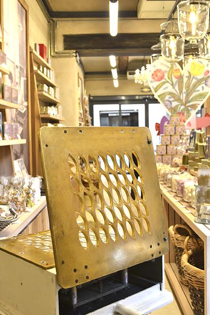 atelier du confiseur roy rene calisson boutique saporta